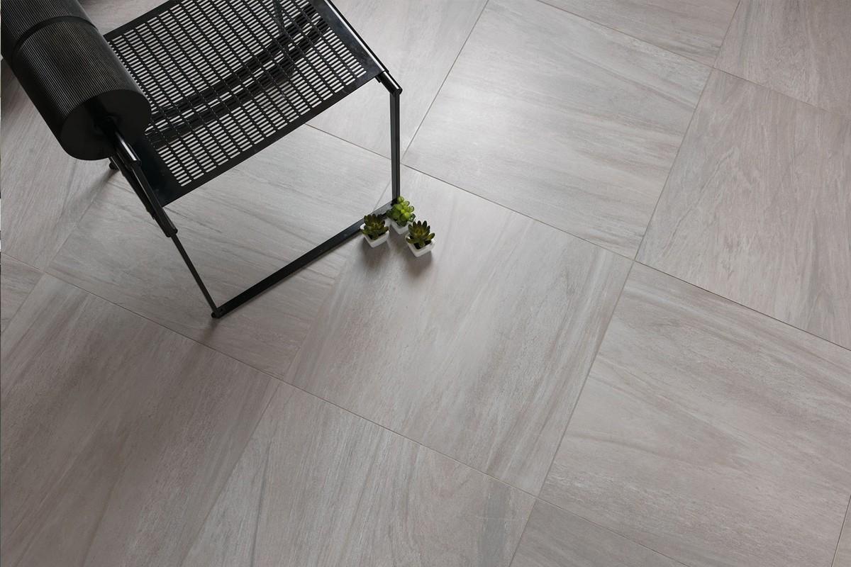 Pavimento grigio effetto legno: gres porcellanato effetto legno ...