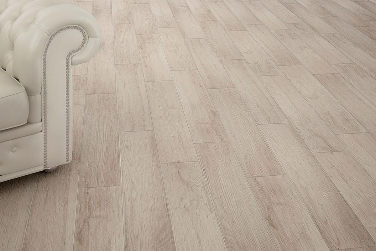 Rivestimento cucina moderno - Gres porcellanato effetto legno in bagno ...