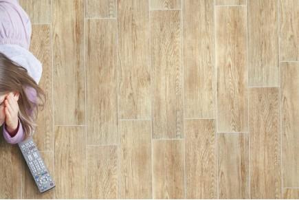 Wood effect floor tiles rosé