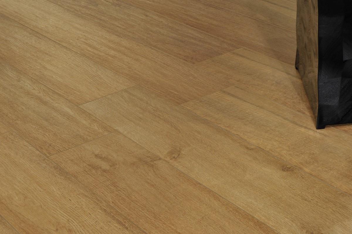 Gres porcellanato effetto legno treverk faggio 20x120 for Spessore parquet
