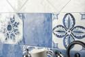 Mix blue and white decor