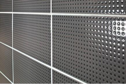 Glänzende Fliesen mit Punkten - Charcoal