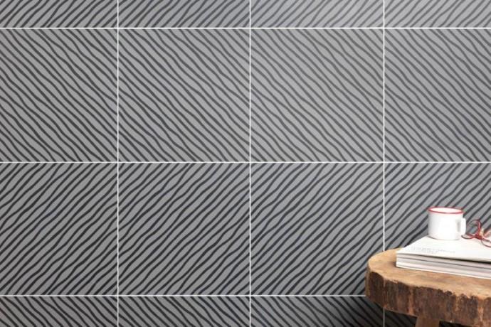 Hypnotic strip tiles - black and grey