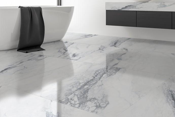 Glänzender dunkelgraue ader marmor